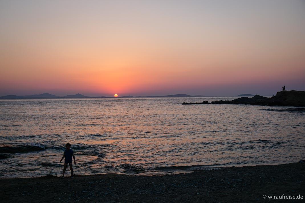 Naxos - Die Perle der Kykladen mit Kindern entdecken - Sonnenuntergang auf Naxos - Nissaki Beach
