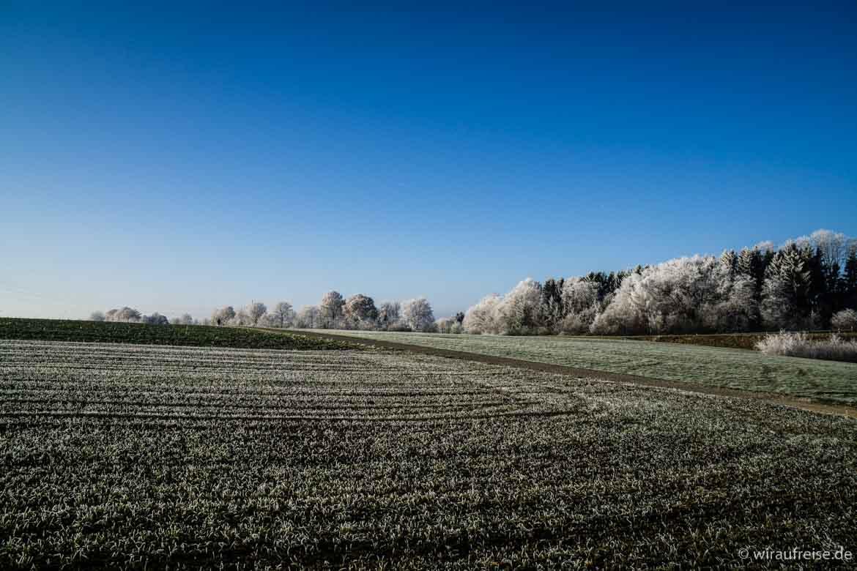 Winterliche Landschaft im Umland von Biberach. Weitere Informationen im Beitrag Heimatliebe - Biberach an der Riß bei www.wiraufreise.de