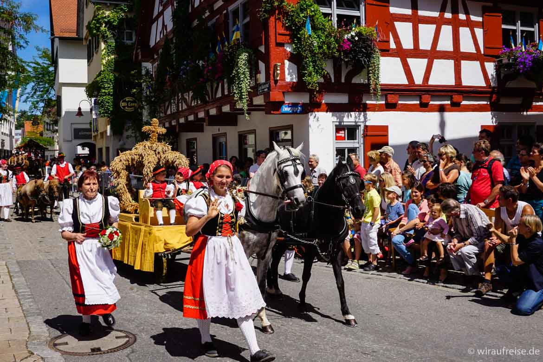 Historischer Schützenfestumzug Biberach. Weitere Informationen im Beitrag Heimatliebe - Biberach an der Riß bei www.wiraufreise.de
