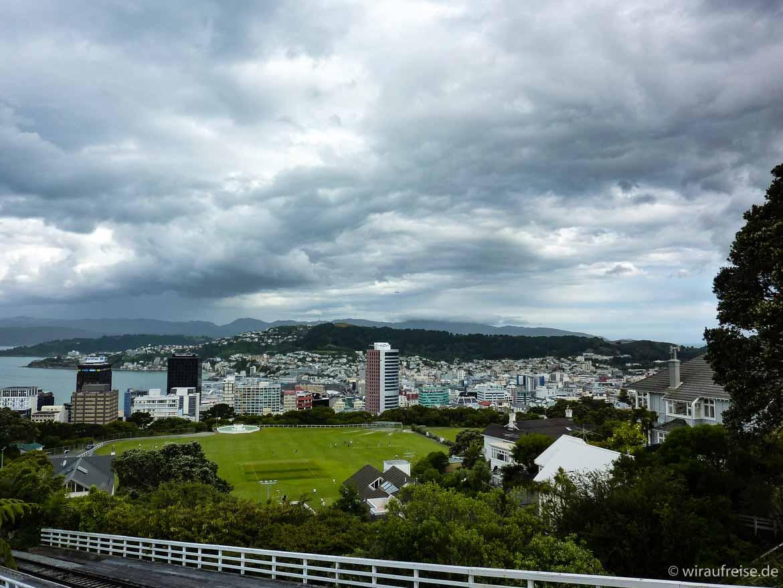 Düstere Wolken über Wellington. Weitere Informationen unter www.wiraufreise.de