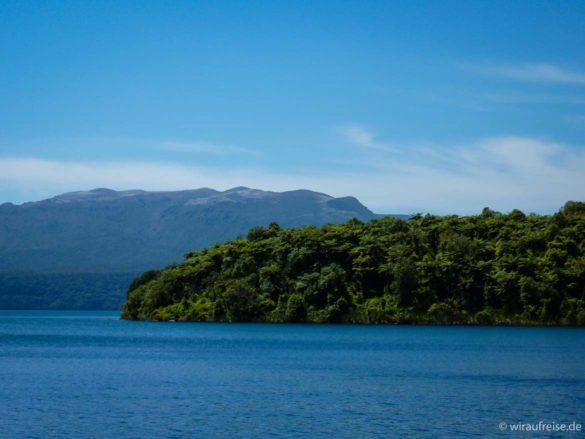 Tarawera See mit dem Vulkan im Hintergrund Nordinsel neuseeland