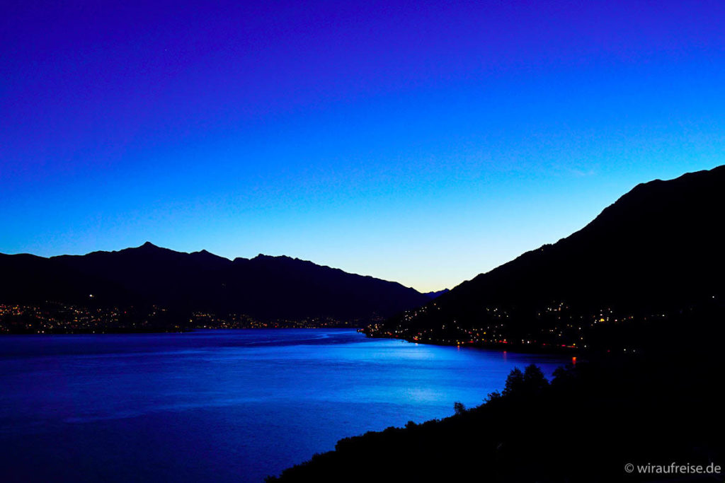 Ausblick Lago Maggiore blaue Stunde