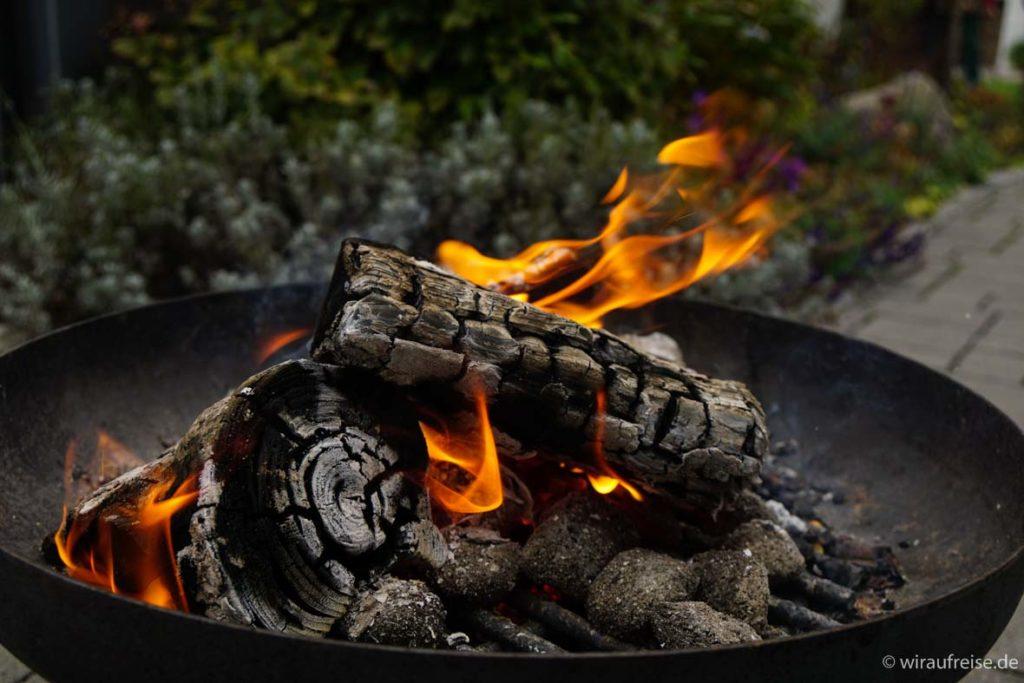 Lagerfeuer in der Feuerschale