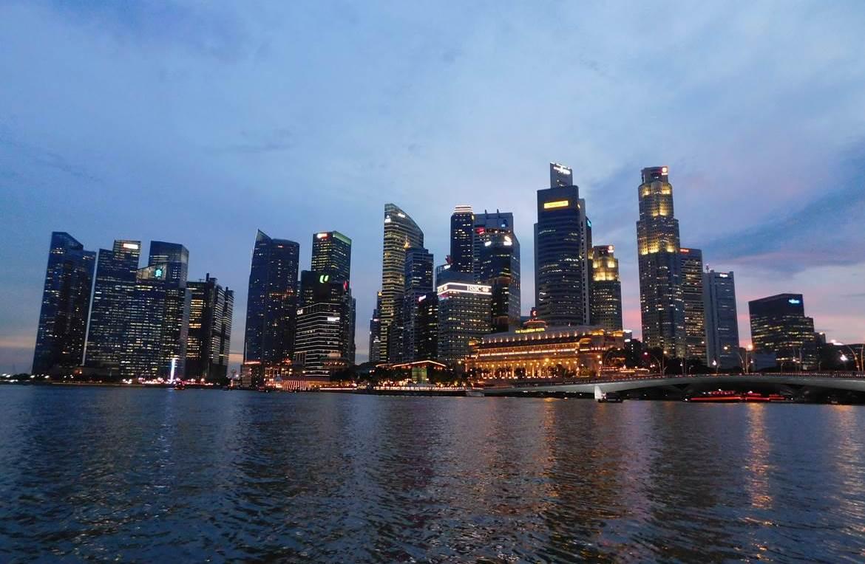 Die Skyline von Singapur weitere informationen gibt es unter www.wiraufreise.de