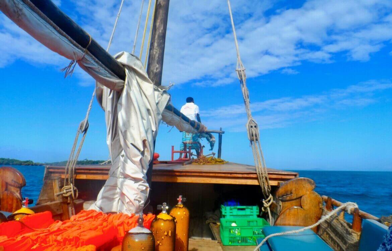 Auf einem Boot in Kenia. Ein Beitrag zur Bliltzparade Mein liebstes Reiseland auf www.wiraufreise.de