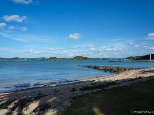 Strand in den Bay of Islands in Paihia Neuseeland nordinsel
