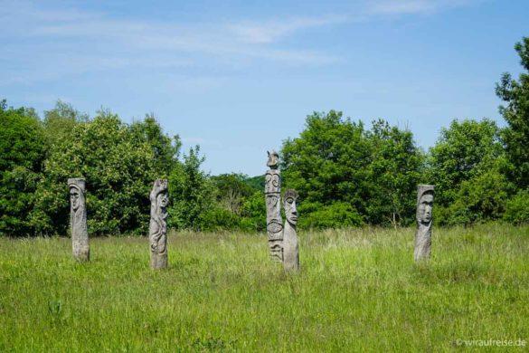 Statuen Kunst am Wegesrand des Wildkatzenpfades