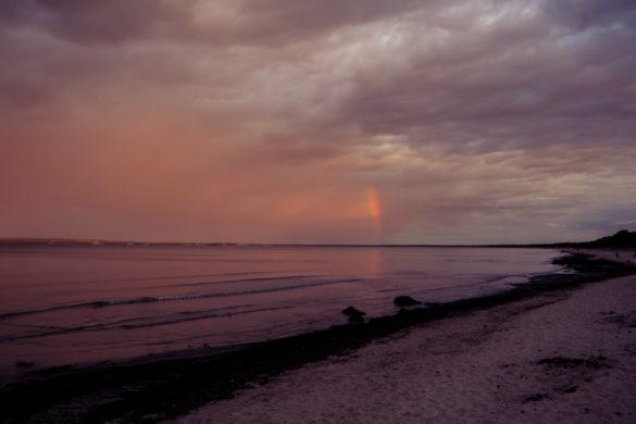 Sonnenuntergang auf Rügen mit Regenbogen