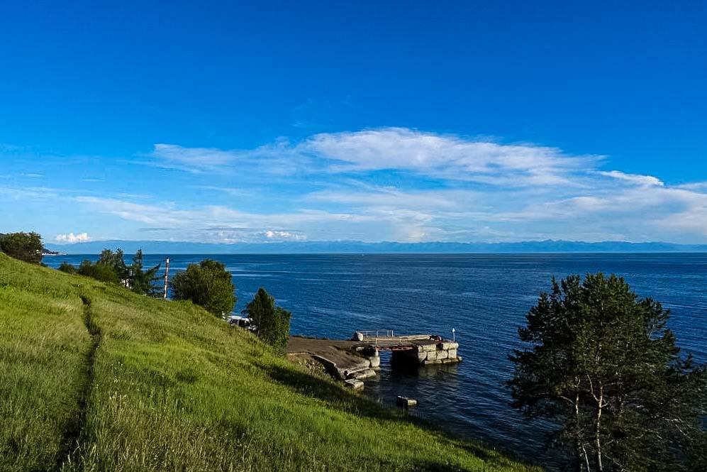 Wanderung am Ufer des Baikalsees