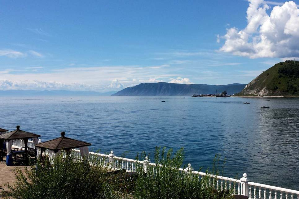 Listwjanka Hotel am Ufer des Baikalsees